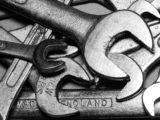 Schraubenschlüssel und Maulschlüssel
