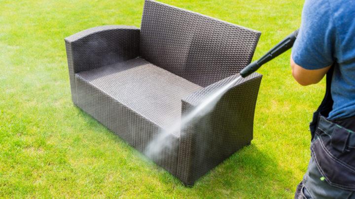 So pflegen Sie Gartenmöbel richtig